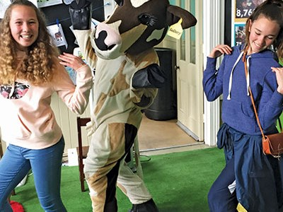 Rosie having fun with some teenage fans at Fieldays.